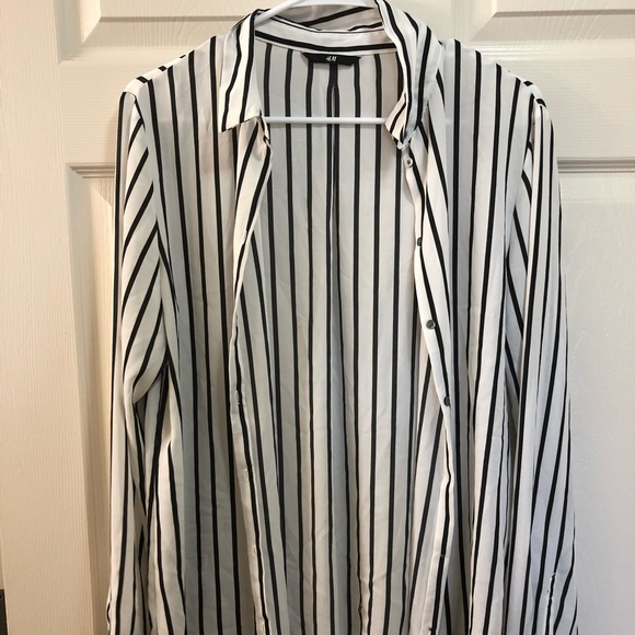 H&M Tops - Black and white button down